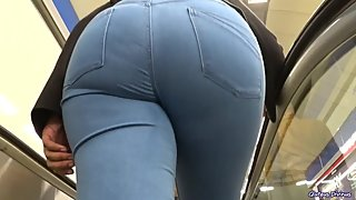 delicious candid big ass in tight jeans GLUTEUS DIVINUS